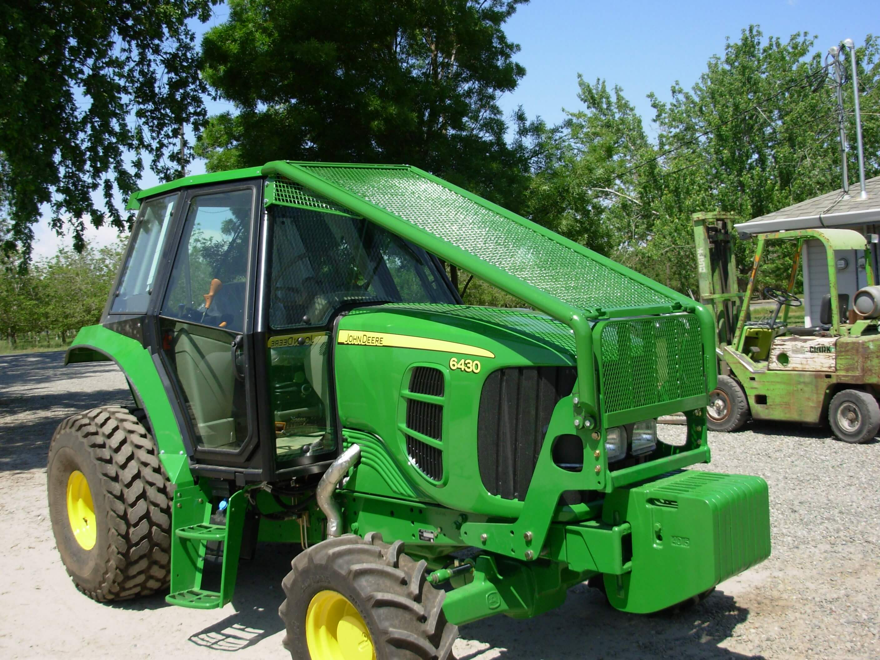 5055e Tractor Brush Guard : Unruh manufacturing
